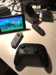 Nintendo Switch avec Pokémon Let's Go, Pro Controller et Joy-Con